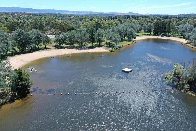 An aerial photo of Lake Ginninderra swimming area.