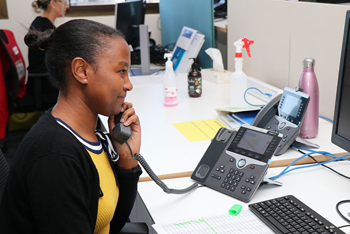 Contact centre worker